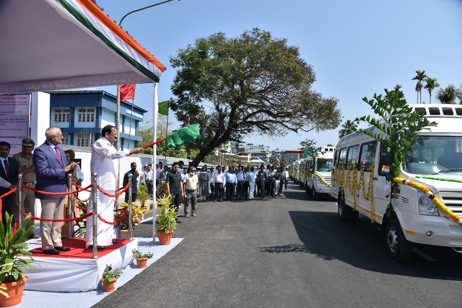The Vice President, Shri M. Venkaiah Naidu flagging off AC buses and e-autos in Port Blair, Andaman and Nicobar on January 17, 2020.