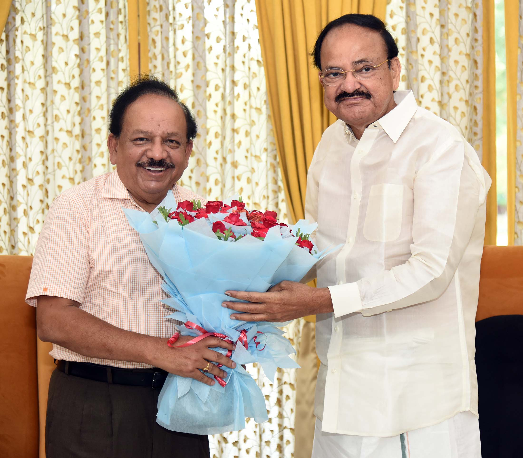 Dr. Harsh Vardhan, Minister of Health and Family Welfare, Science and Technology and Earth Sciences calling on the Vice President, Shri. M. Venkaiah Naidu in New Delhi on 22nd June 2019.