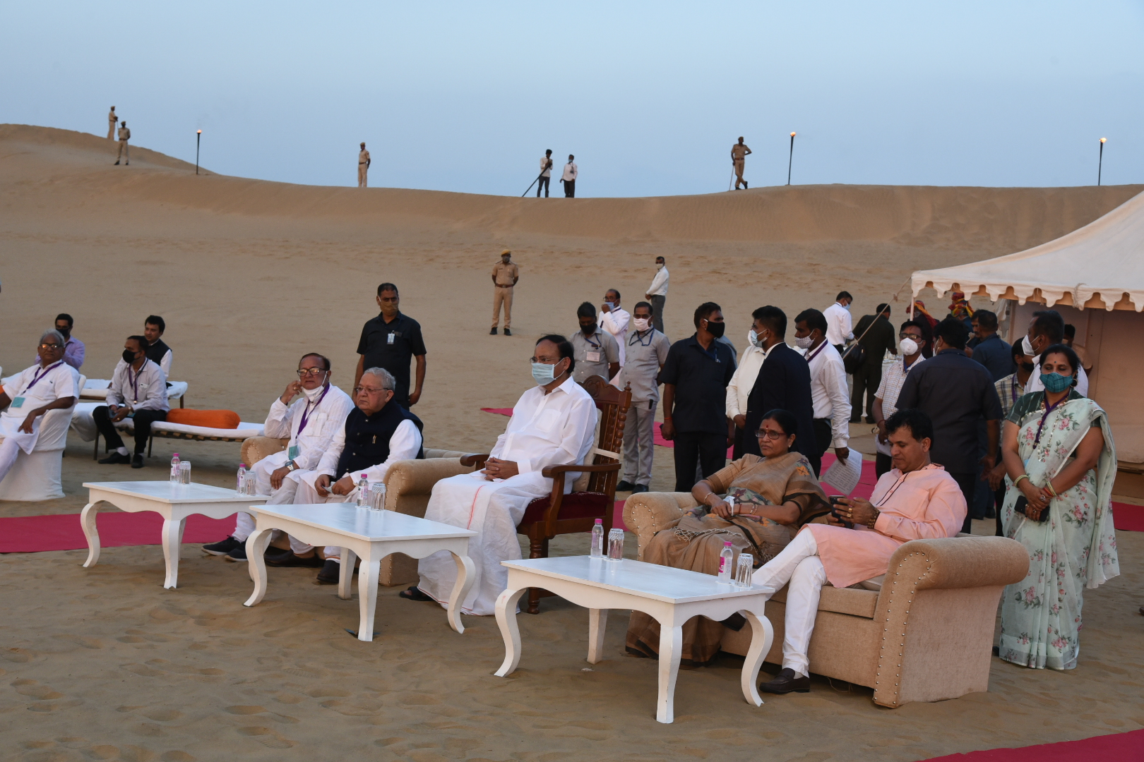 The Vice President, Shri M. Venkaiah Naidu, visiting the sand dunes and witnessing a cultural performance in Rajasthan on September 26, 2021.
