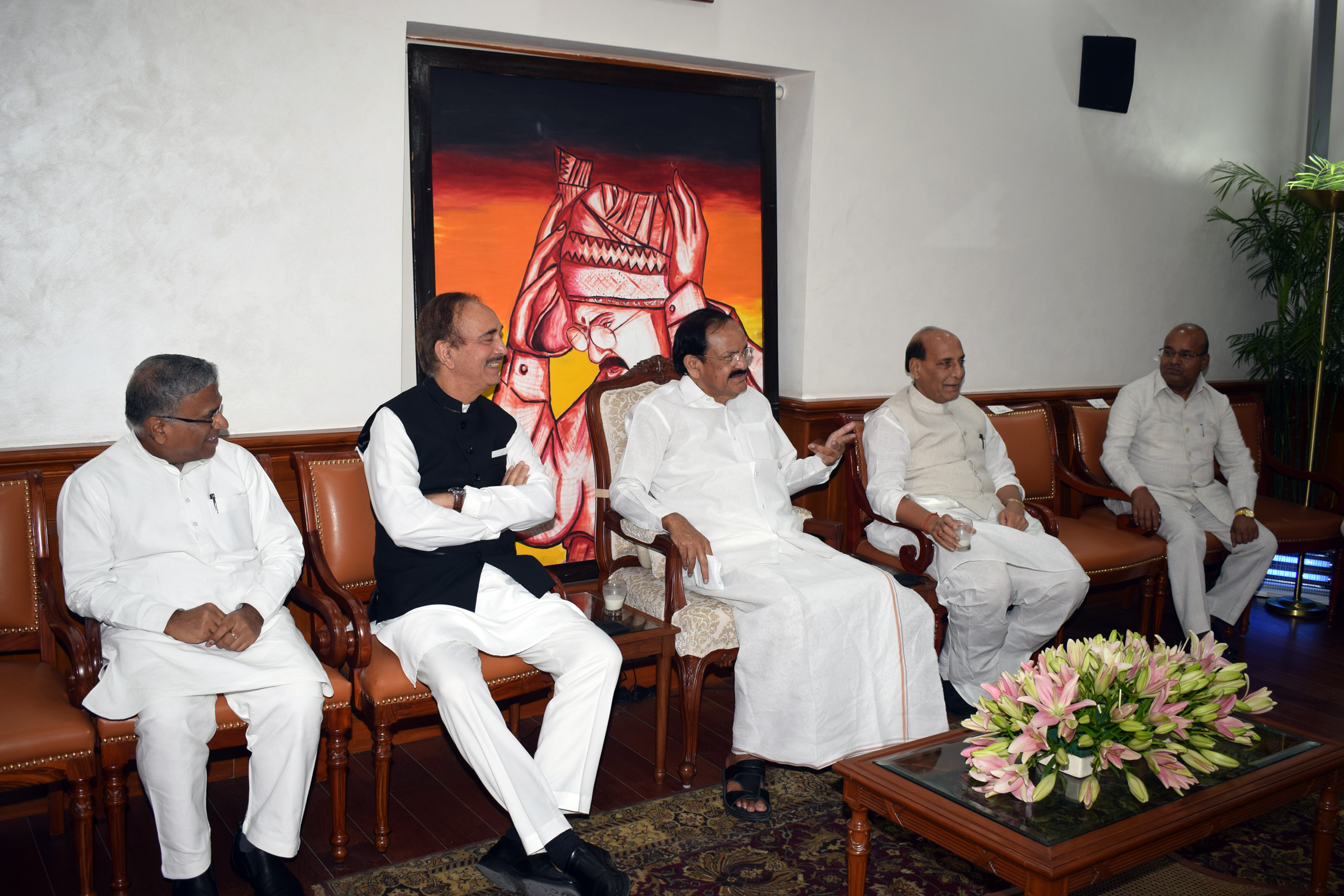 The Vice President, Shri M. Venkaiah Naidu at a Luncheon Meeting hosted by him to the Floor Leaders of Rajya Sabha, in New Delhi on June 20, 2019. The Deputy Chairman of Rajya Sabha, Shri Harivansh, the Leader of the House, Shri Thaawar Chand Gehlot, the Leader of the Opposition, Shri Gulam Nabi Azad, the Union Minister for Defence, Shri Rajnath Singh are also seen.