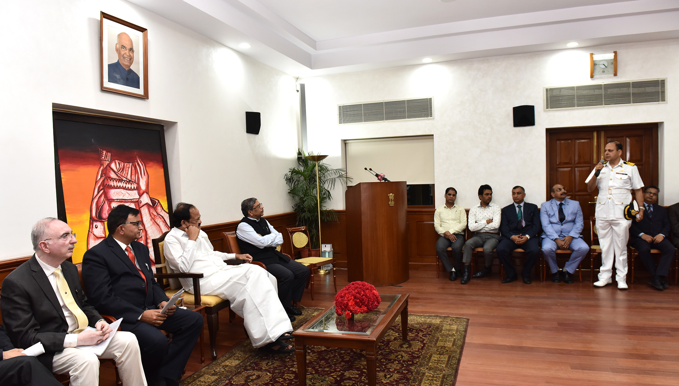 The Vice President, Shri M. Venkaiah Naidu interacting with the 44th batch of Advance Professional Programme in Public Administration, sponsored by the Indian Institute of Public Administration, in New Delhi on April 15, 2019.