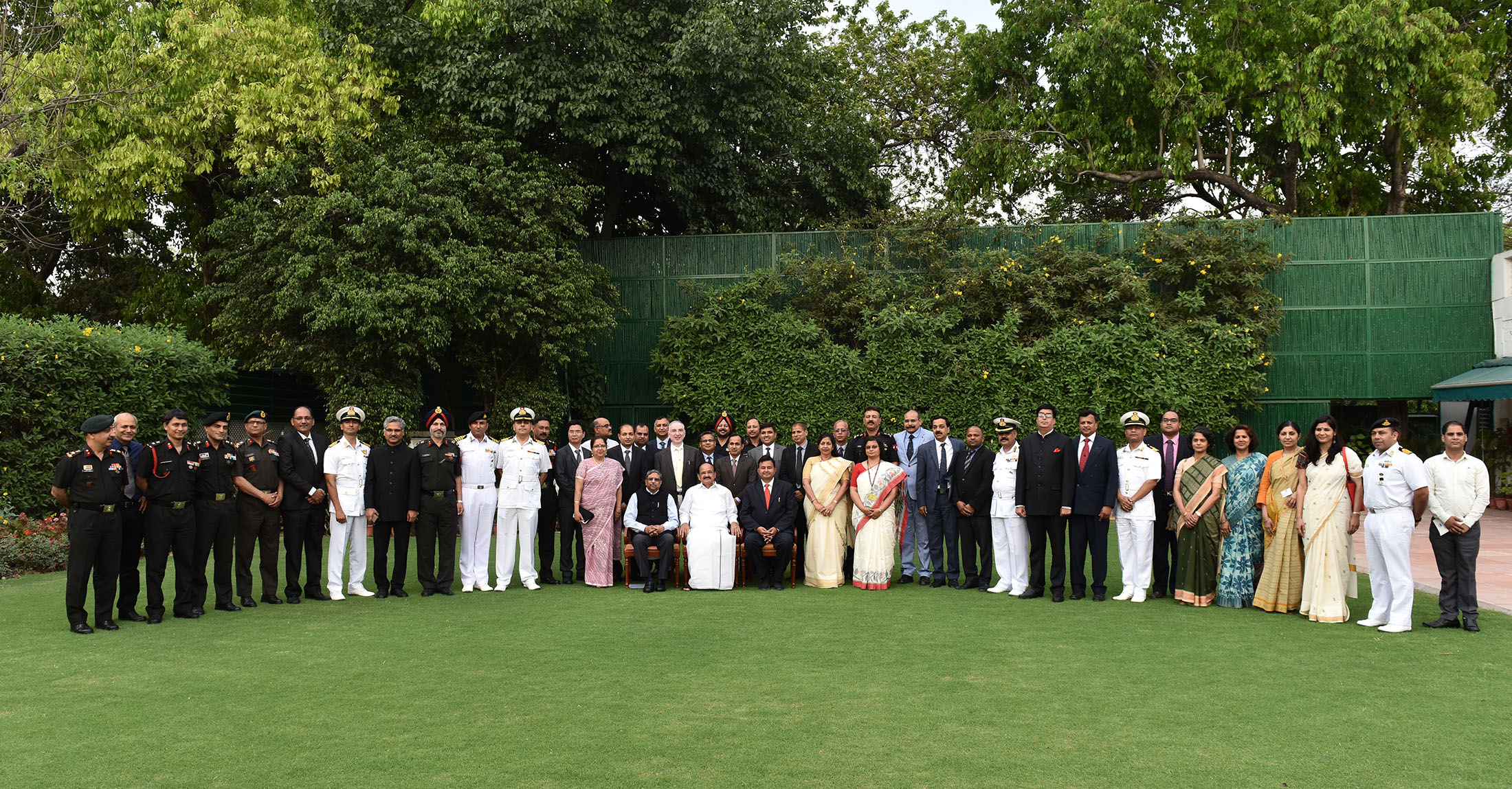 The Vice President, Shri M. Venkaiah Naidu with the 44th batch of Advance Professional Programme in Public Administration, sponsored by the Indian Institute of Public Administration, in New Delhi on April 15, 2019.