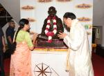 The Vice President of India Shri. M Venkaiah Naidu and Smt. Usha Naidu paying tributes to Mahatma Gandhi at the Khadi Gramodyog Bhawan in Connaught Place, New Delhi on 6th April 2019.