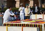 The Vice President, Shri M. Venkaiah Naidu paying floral tributes at the Samadhi of Mahatma Gandhi on his 150th birth anniversary, at Rajghat, in Delhi on October 02, 2019.