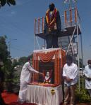 The Vice President, Shri M Venkaiah Naidu paying floral tributes to former Prime Minister of India, Shri PV Narasimha Rao on the occasion of his 100th birth anniversary in Visakhapatnam on 28 June, 2021.
