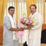 Shri. Raj Kumar Singh, Minister of State (Independent Charge) of the Ministry of Power and the Ministry of New and Renewable Energy and Minister of State in the Ministry of Skill Development and Entrepreneurship calling on the Vice President, Shri. M. Venkaiah Naidu in New Delhi on 22nd June 2019.