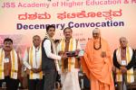 The Vice President, Shri M. Venkaiah Naidu awarding degrees to the students at the 10th convocation of JSS Academy of Higher Education and Research, in Mysuru, Karnataka on November 02, 2019.