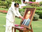 The Vice President, Shri M. Venkaiah Naidu paying floral tributes to Dr Babasaheb Ambedkar on his birth anniversary in New Delhi on 14 April, 2021.