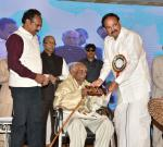 The Vice President, Shri M. Venkaiah Naidu felicitating Shri V. Tirupati Rao, a centenarian, at the Valedictory of 18th AISCCON National Conference, in Hyderabad on November 29, 2018.