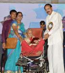 The Vice President, Shri M. Venkaiah Naidu felicitating Smt. Rukminamma, a centenarian, at the Valedictory of 18th AISCCON National Conference, in Hyderabad on November 29, 2018.