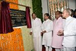 The Vice President, Shri M. Venkaiah Naidu unveiling the plaque to inaugurate the Dr. Girendra Pal Homeopathy College and Research Centre at Homeopathy University, in Jaipur, Rajasthan on September 26, 2018. The Minister for Health, Rajasthan, Shri Kali Charan Saraf, the Member of Parliament from Rajasthan and President of Sponsoring Society of Homeopathy University, Dr. Manoj Rajoria and other dignitaries are also seen.