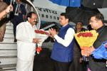 The Vice President, Shri M. Venkaiah Naidu being received by the Chief Minister of Maharashtra, Shri Devendra Fadnavis and others, on his arrival, in Mumbai on July 26, 2019.