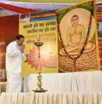 The Vice President, Shri M. Venkaiah Naidu paying homage to Bhagwan Mahaveer at the Bhagwan Mahaveer Janam Kalyanak Mahotsav, organized by the Jain Seva Sangh on Mahaveer Jayanti, in Hyderabad on April 17, 2019.