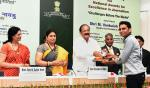 The Vice President, Shri M. Venkaiah Naidu giving away the National Awards for Excellence in Journalism, at the Valedictory of Golden Jubilee celebrations of the Press Council of India, on the occasion of the National Press Day, in New Delhi on November 16, 2017. The Union Minister for Textiles and Information & Broadcasting, Smt. Smriti Irani and other dignitaries are also seen.