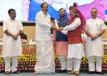 The Vice President, Shri M. Venkaiah Naidu presenting National Award to Teachers - 2016 on the occasion of Teachers' Day, in New Delhi on September 05, 2017. The Union Minister for Human Resource Development, Shri Prakash Javadekar, the Ministers of State for Human Resource Development, Shri Upendra Kushwaha and Dr. Satyapal Singh are also seen.