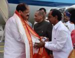 The Vice President, Shri M. Venkaiah Naidu being welcomed by the Chief Minister of Telangana, Shri K. Chandrasekhar Rao, on his arrival, in Hyderabad on August 21, 2017.