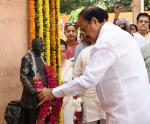 The Vice President, Shri M. Venkaiah Naidu paying floral tributes at the statue of Pandit Govind Ballabh Pant, on his 130th Birth Anniversary, in New Delhi on September 10, 2017.