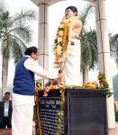 The Vice President, Shri M. Venkaiah Naidu paying floral tributes at the Statue of Chandra Shekhar Azad, in the premises of Chandra Shekhar Azad University of Agriculture and Technology, in Kanpur, Uttar Pradesh on December 04, 2017.