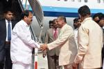 The Vice President, Shri M. Venkaiah Naidu being welcomed by the Governor of Andhra Pradesh, Shri E.S.L. Narasimhan, on his arrival, in Vijayawada on August 26, 2017.