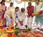 The Vice President, Shri M. Venkaiah Naidu performing Bhoomi Poojan for the Ranchi Smart City, in Ranchi, Jharkhand on September 09, 2017. The Governor of Jharkhand, Smt. Droupadi Murmu, the Chief Minister of Jharkhand, Shri Raghubar Das, the Minister for Urban Development and Housing Department, Government of Jharkhand, Shri C.P. Singh and other dignitaries are also seen.