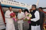 The Vice President, Shri M. Venkaiah Naidu being received by the Governor of Chhattisgarh, Shri Balram Dass Tandon and the Chief Minister of Chhattisgarh, Dr. Raman Singh, on his arrival, in Raipur, Chhattisgarh on November 01, 2017.