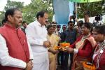 The Vice President, Shri M. Venkaiah Naidu receiving traditional welcome at an event to perform Bhoomi Poojan for the Ranchi Smart City, in Ranchi, Jharkhand on September 09, 2017. The Governor of Jharkhand, Smt. Droupadi Murmu, the Chief Minister of Jharkhand, Shri Raghubar Das, the Minister for Urban Development and Housing Department, Government of Jharkhand, Shri C.P. Singh and other dignitaries are also seen.